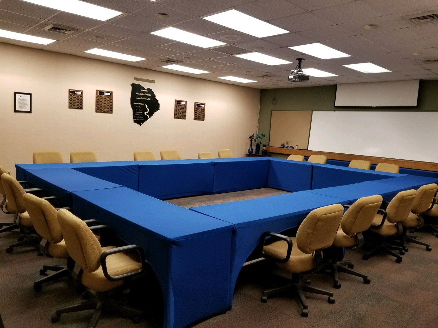 Room Rentals Jacksonville Chamber Of Commerce - Conference room table set up